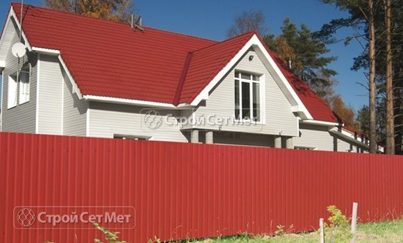 Фото 116. Забор из профлиста профнастила металлопрофиля МП-20 красный оксидный RAL 3009