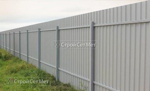 Фото 301. Красивый забор из профлиста профнастила металлопрофиля МП-20 серый обратная сторона