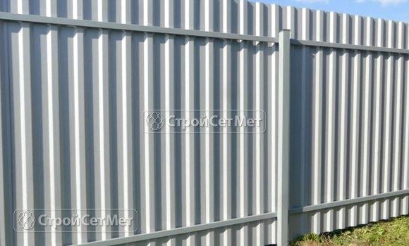 Фото 304. Красивый забор из профлиста профнастила металлопрофиля МП-20 обратная сторона