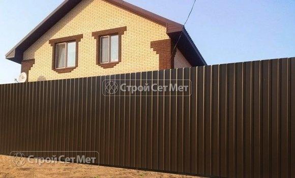 Фото 306. Забор из профлиста профнастила металлопрофиля коричневый 8017