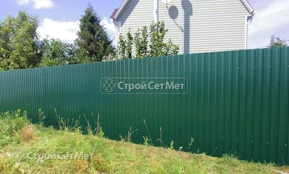 Фото 314. Красивый забор из профлиста профнастила металлопрофиля МП-20 зеленый RAL-6005