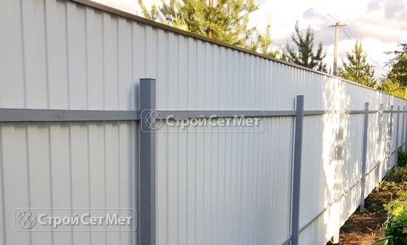 Фото 317. Красивый забор из профлиста профнастила металлопрофиля коричневый 8017 обратная сторона