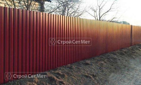 Фото 322. Забор из профлиста профнастила металлопрофиля МП-20 красный RAL 3011