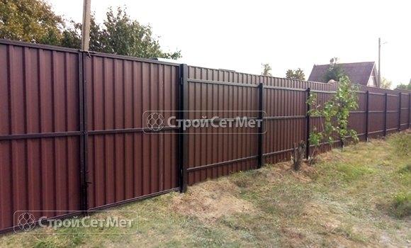 Фото 438. Забор из профлиста профнастила металлопрофиля коричневый 8017