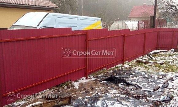 Фото 440. Забор из профлиста профнастила металлопрофиля 3011 винно-красный