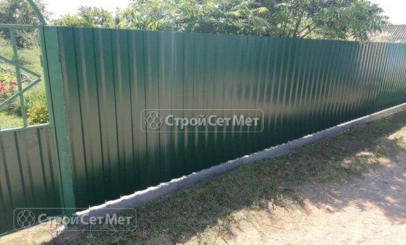Фото 447. Забор из профлиста профнастила металлопрофиля зеленый мох 6005