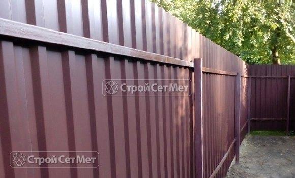 Фото 451. Забор из профлиста профнастила металлопрофиля коричневый 8017