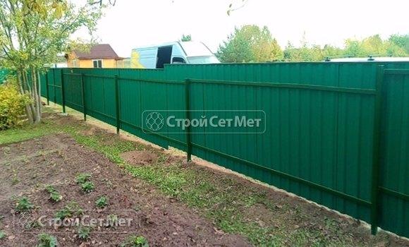 Фото 452. Забор из профлиста профнастила металлопрофиля зеленый мох 6005