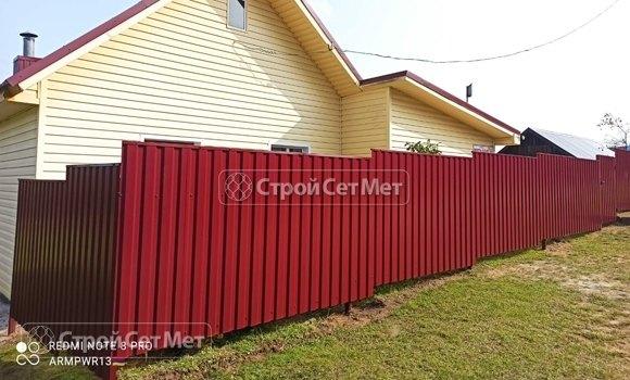 Фото 460. Забор из профлиста профнастила металлопрофиля коричневый красный 3011