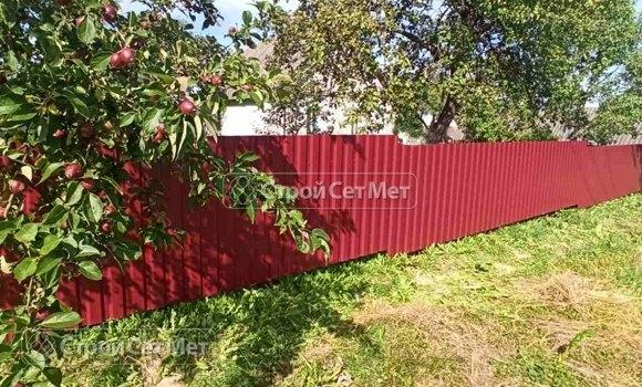 Фото 461. Забор из профлиста профнастила металлопрофиля коричневый красный 3011