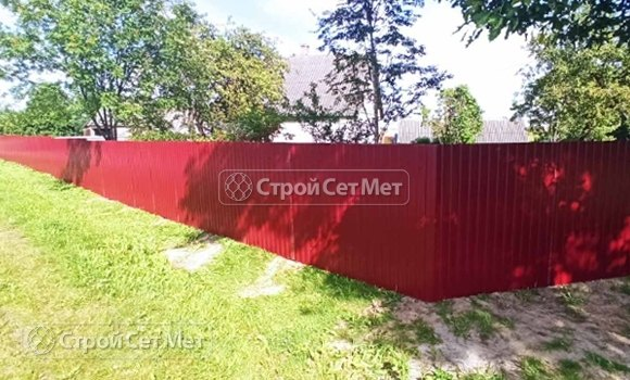Фото 462. Забор из профлиста профнастила металлопрофиля коричневый красный 3011