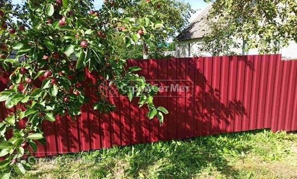 Фото 463. Забор из профлиста профнастила металлопрофиля коричневый красный 3011