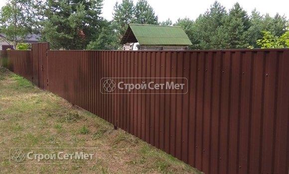 Фото 466. Забор из профлиста профнастила металлопрофиля коричневый 8017