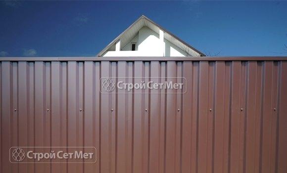 Фото 471. Забор из профлиста профнастила металлопрофиля коричневый 8017