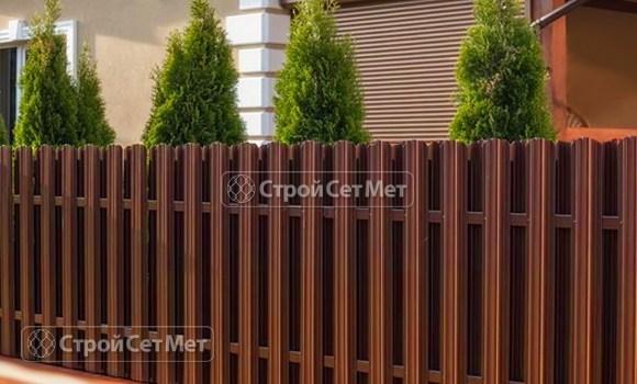 Фото 9. Забор из металлического двухстороннего штакетника, из евроштакетника коричневый RAL 8017