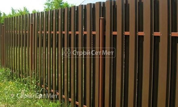 Фото 14. Забор из металлического двухстороннего штакетника, из евроштакетника коричневый RAL 8017
