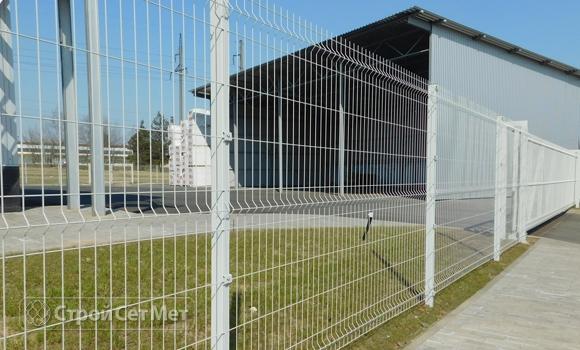 Фото 207. Забор 3д (3D) из панелей сетки c установкой и монтажом белый под ключ купить в Минске