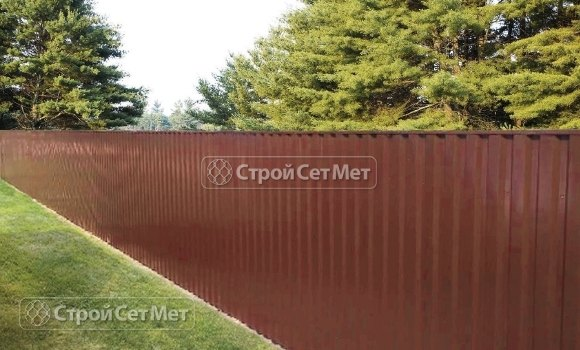 Фото 102. Забор из профлиста профнастила металлопрофиля МП-20 коричневый 8017