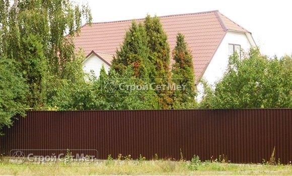 Фото 181. Забор из профлиста профнастила металлопрофиля МП-20 коричневый 8017