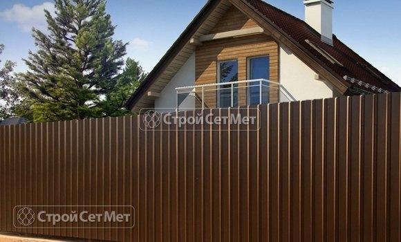 Фото 308. Красивый забор из профлиста профнастила металлопрофиля коричневый 8017