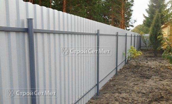 Фото 310. Красивый забор из профлиста профнастила металлопрофиля МП-20 обратная сторона
