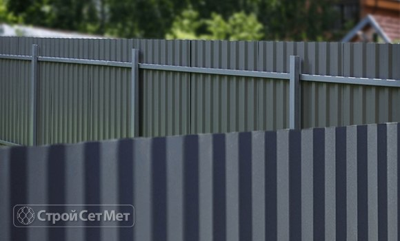 Фото 315. Красивый забор из профлиста профнастила металлопрофиля серый RAL 7025