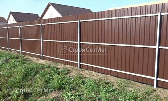 Фото 316. Красивый забор из профлиста профнастила металлопрофиля МП-20 коричневый 8017