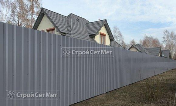 Фото 320. Красивый забор из профлиста профнастила металлопрофиля МП-20 серый RAL 7004