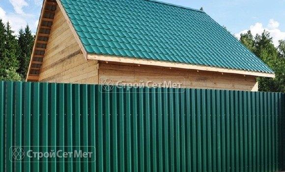 Фото 323. Красивый забор из профлиста профнастила металлопрофиля МП-20 зеленый RAL-6005