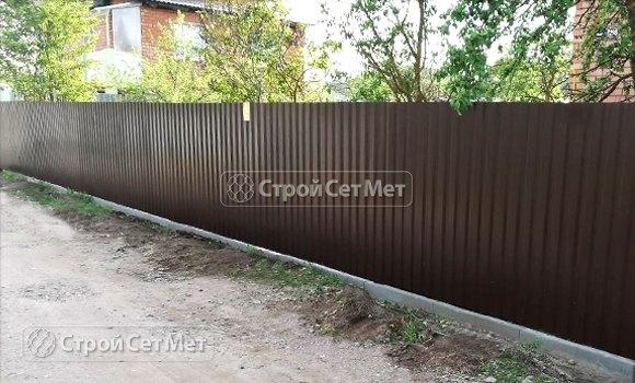 Фото 436. Забор из профлиста профнастила металлопрофиля коричневый 8017