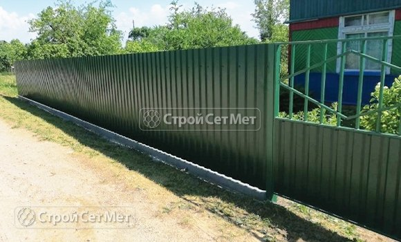 Фото 448. Забор из профлиста профнастила металлопрофиля зеленый мох 6005