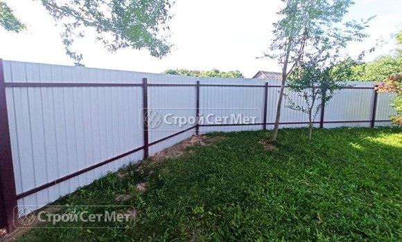 Фото 464. Забор из профлиста профнастила металлопрофиля коричневый красный 3011 обратная сторона