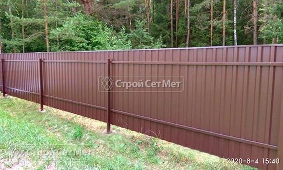Фото 468. Забор из профлиста профнастила металлопрофиля коричневый 8017 обратная сторона