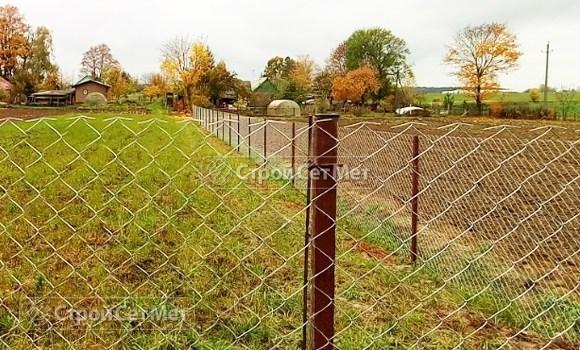 Фото 530. Забор оцинкованный из сетки рабицы на даче