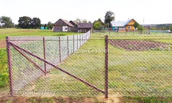 Фото 533. Забор из сетки рабицы на участке
