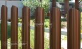Забор из металлического штакетника фото, купить под ключ евроштакет коричневый, установка, монтаж
