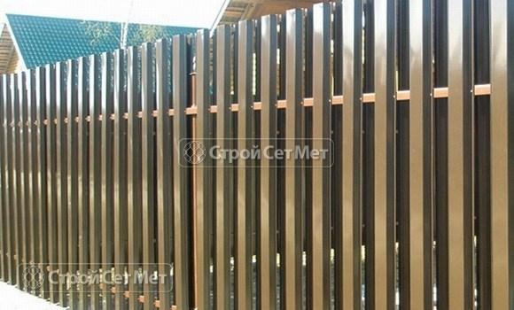 Фото 13. Забор из металлического двухстороннего штакетника, из евроштакетника коричневый RAL 8017