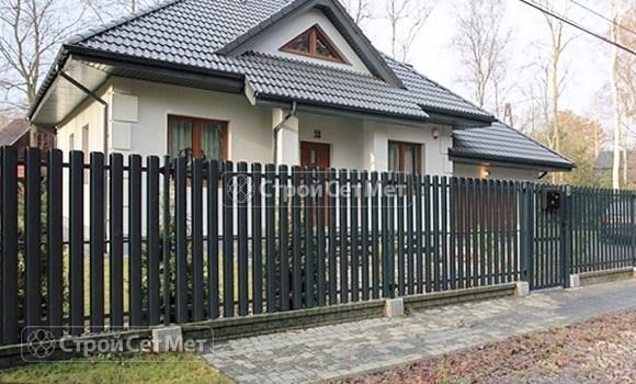 Фото 128. Забор из металлического одностороннего штакетника, из евроштакетника цвет серый графит RAL 7024