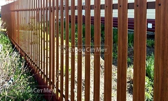 Фото 16. Забор из металлического одностороннего штакетника, из евроштакетника коричневый RAL 8017