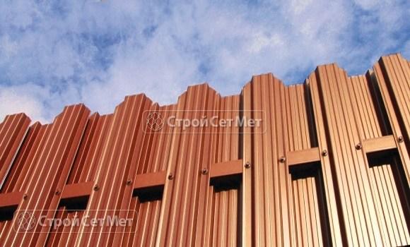 Фото 18. Забор из металлического двухстороннего штакетника, из евроштакетника коричневый RAL 8017