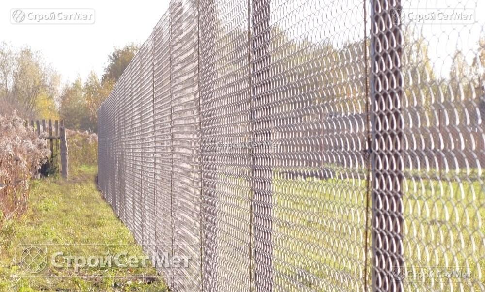 Фото 223. Забор из сетки рабицы 55 мм, толщина 2,5 мм