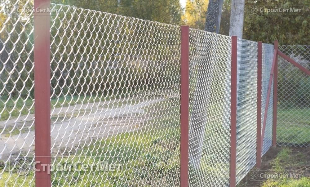 Фото 230. Забор из сетки рабицы 55 мм, толщина 2,5 мм